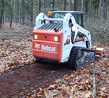 Aanleg bospad met klepelmaaier